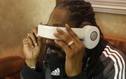 Snoop Tries the Avegant Glyph