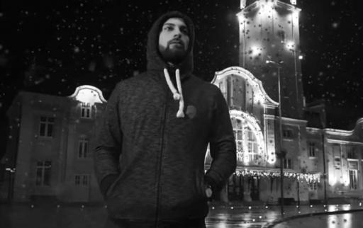 EXC-а с декемврийски ветровит филм