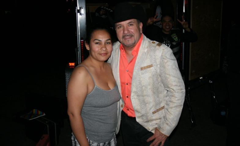 Montez De Durango y fans en Fresno